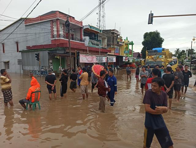 berpuasa di tengah banjir