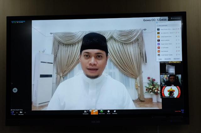 "Bupati Gowa, Adnan Purichta Ichsan menjadi salah satu pembicara pada talkshow bertajuk ""Persiapan Pemberlakuan Pembatasan Sosial Berskala Besar di Kota Ambon"""