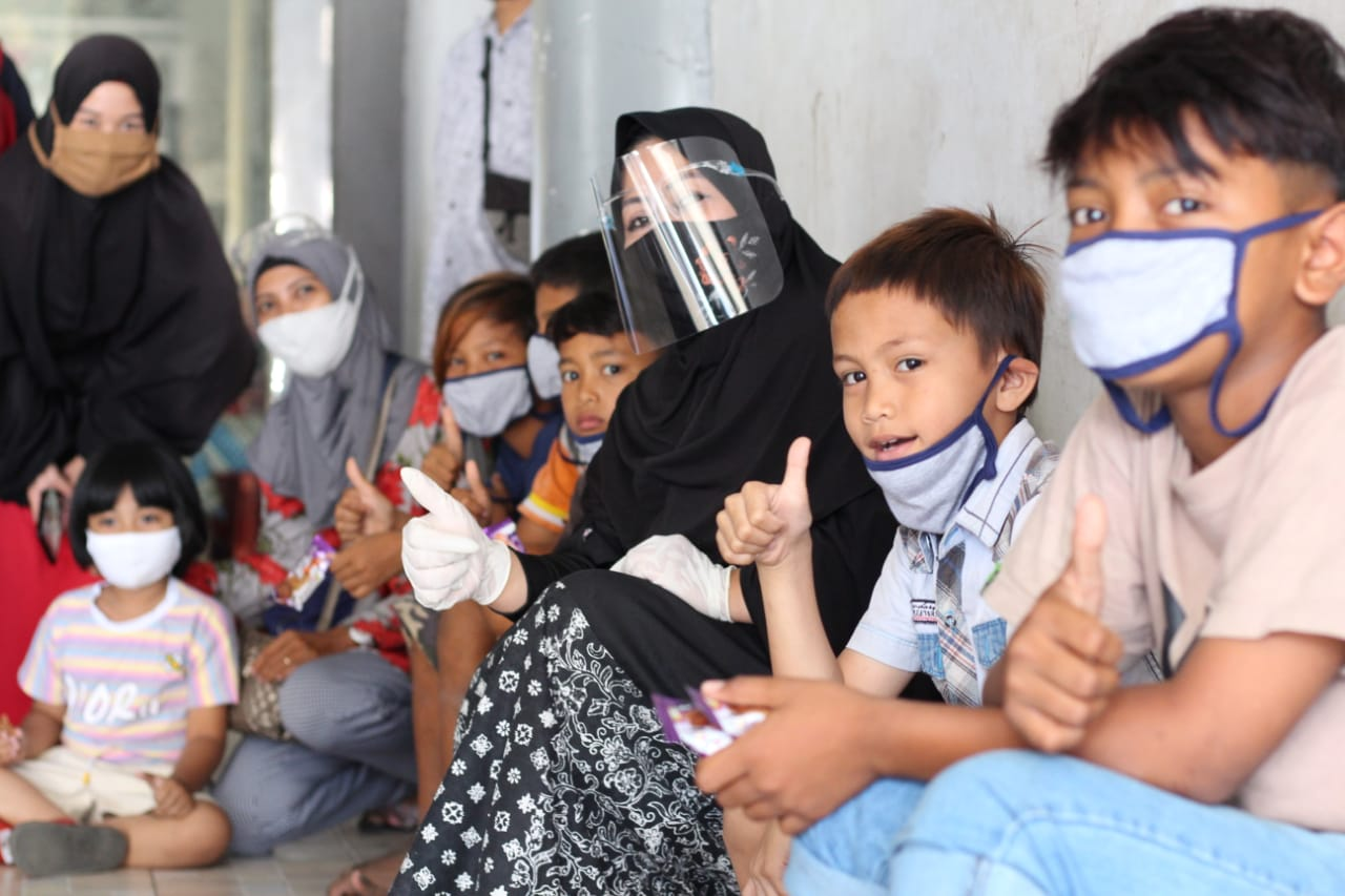 Erna Rasyid Taufan Sambangi Anak-anak
