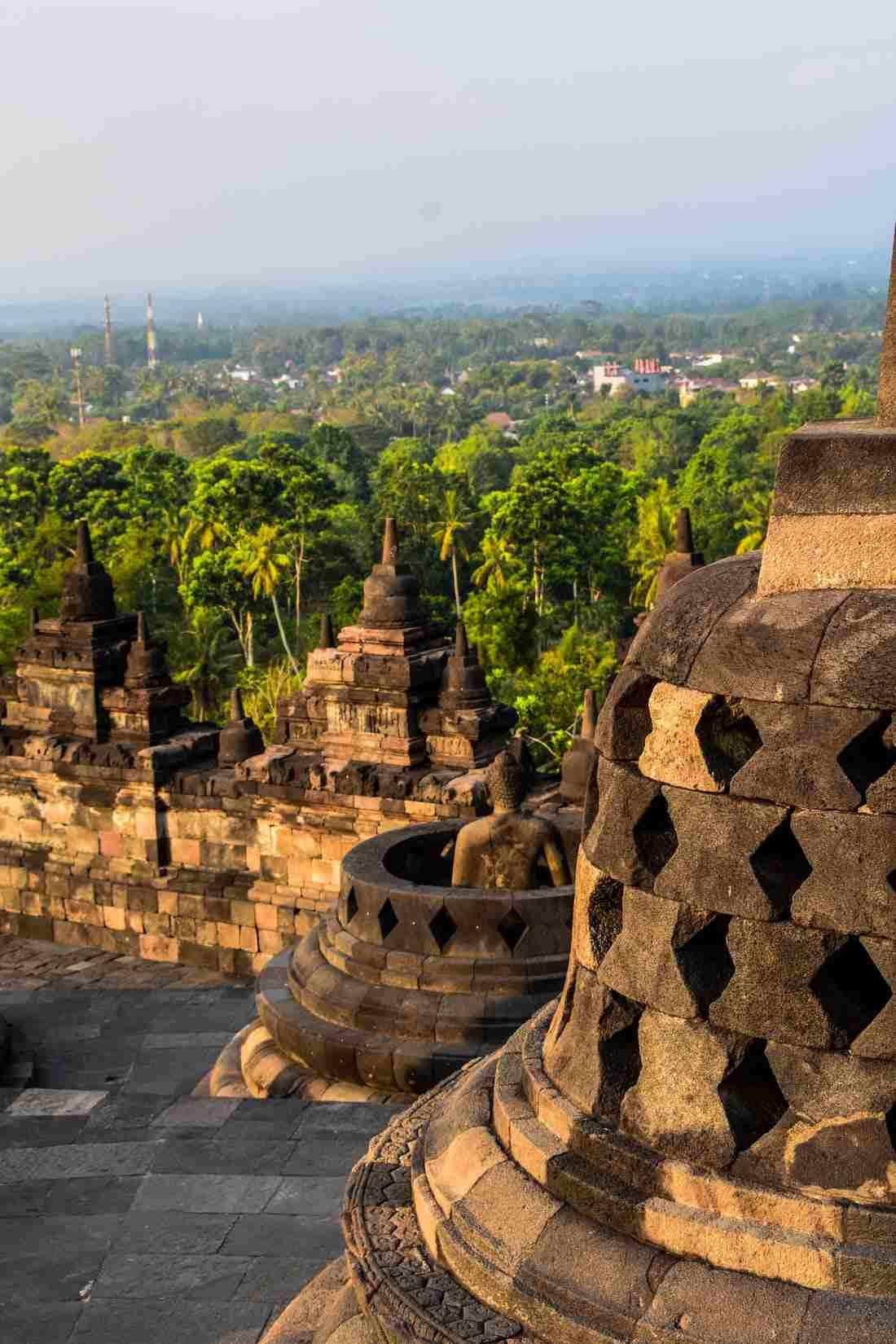 Candi dan Patung di Indonesia