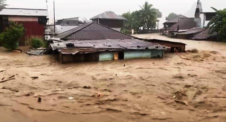 Air Laut Meluap di Manado, Banjir Mencapai 60 Cm