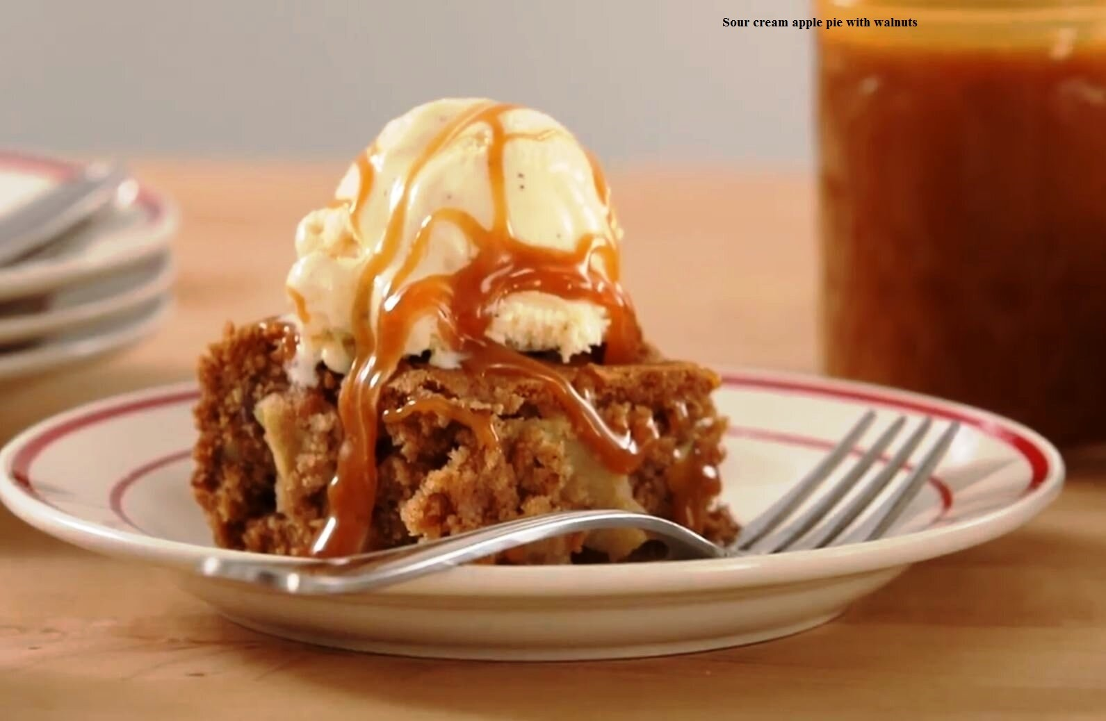 Recipe Sour Cream Apple Pie with Walnuts